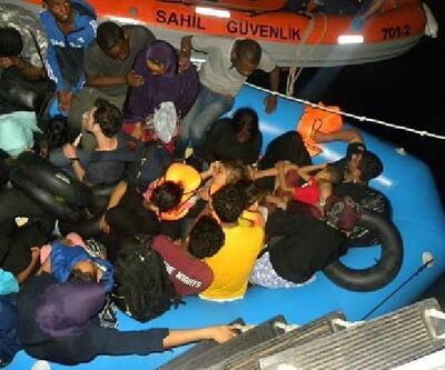 İzmir'de lastik botta 35 kaçak göçmen yakalandı