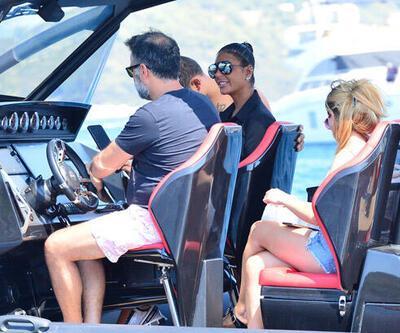 Tekneyle dolaştılar