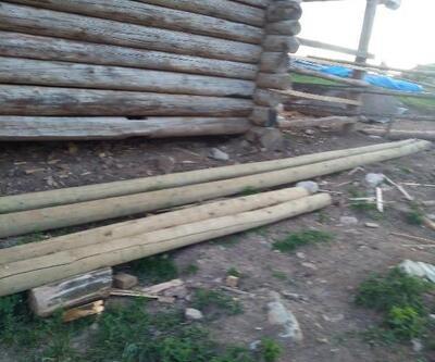 Çaldığı elektrik direklerini ev inşaatında kullanmış
