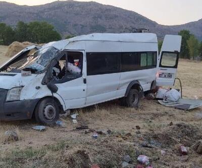 Fındık işçilerinin taşındığı minibüs devrildi, 15 kişi yaralandı, sürücü kaçtı
