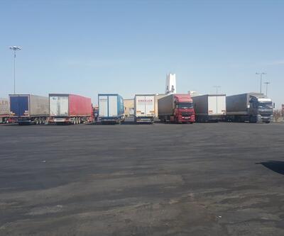 Suudi Arabistan'da 85 Türk TIR'ı günlerdir limanda bekletiliyor