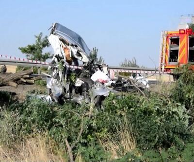 Hurdaya dönen araç 3 kişiye mezar oldu