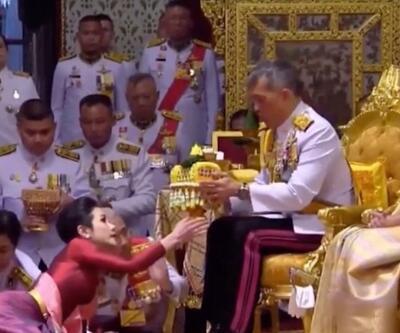 Generali ile evlenen Tayland Kralı şimdi de 'resmi metresini' duyurdu