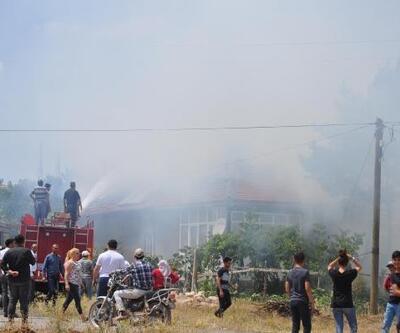 Sarıoğlan'da çıkan yangında, 6 küçükbaş telef oldu