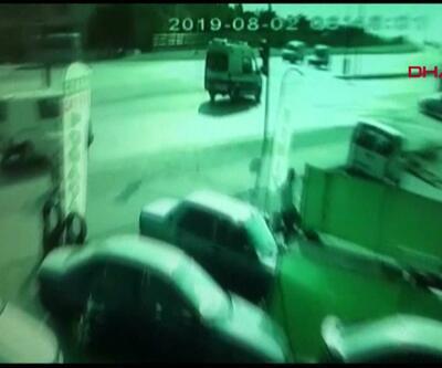 Otomobil hızla giden ambulansa böyle çarptı
