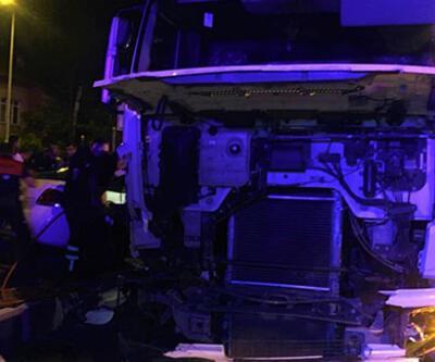 Burdur'da kamyon ile otomobil çarpıştı: Ölü ve yaralılar var