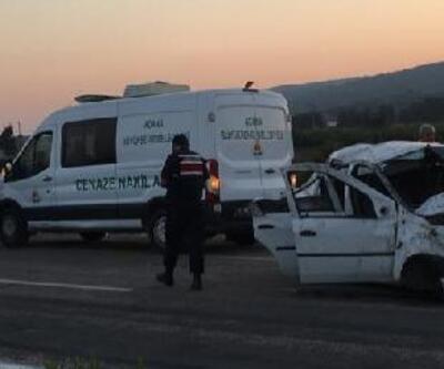 Refüje çarpan otomobildeki arkadaşlardan 2'si öldü, 2'si yaralandı