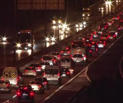 Dönüş trafiği erken başladı! Tekirdağ-İstanbul yolunda yoğunluk…