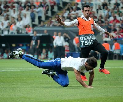 UEFA Süper Kupa finalinde Youtuber Fester Abdü sahaya girdi