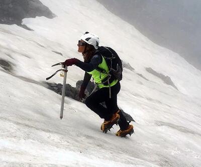 Türk kadın dağcıdan Tanrı Dağı'na tırmanış