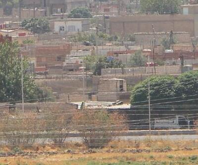 Sınırdaki Kamışlı'da terör örgütünün bezleri indirildi
