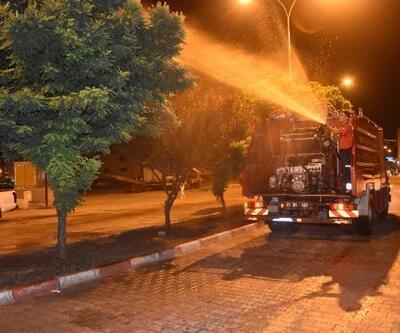 Ceyhan Belediyesi cadde ve bulvarları aralıksız temizliyor