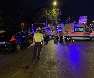 Kadıköy'de iki otomobil çarpıştı, 3 kişi yaralandı