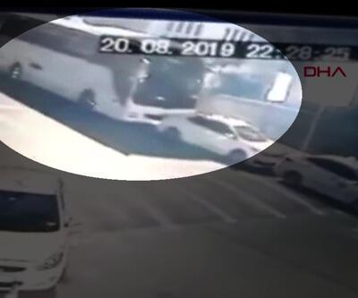 Freni boşalan otobüs 3 taksiye çarptı