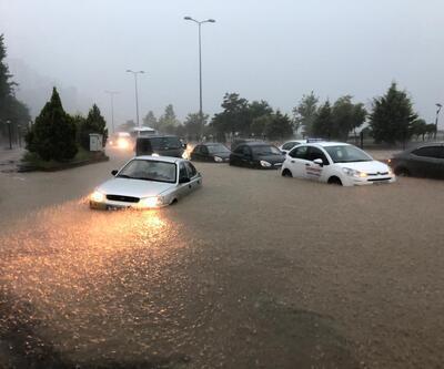 Zonguldak'ta sağanak; araçlar yolda kaldı