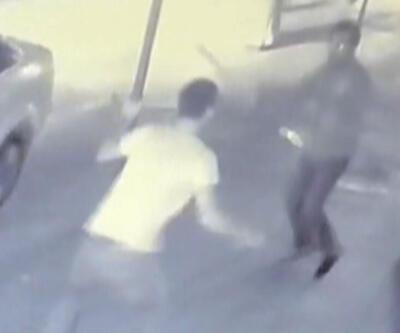 Husumetli iki kişi sokakta karşılaşınca bıçaklı kavga çıktı