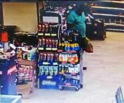 Alışveriş yaparken marketin ortasına dışkısını yaptı
