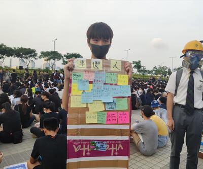 """Hong Kong'da protestolar! Sosyal medyaya """"Propaganda savaşı"""""""