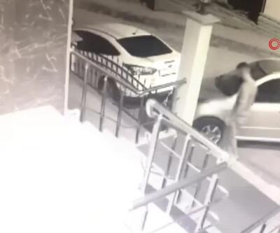Otomobili çalıp kameraya yakalandılar