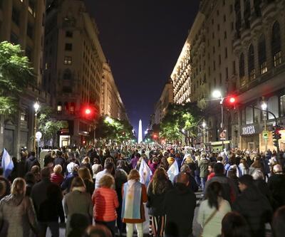 Arjantin'de halk sokağa döküldü