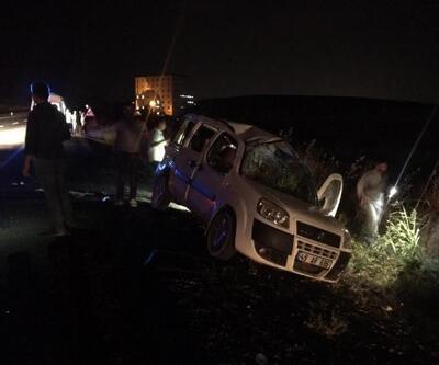 Aynı aileyi taşıyan araç şarampole devrildi: 5 yaralı