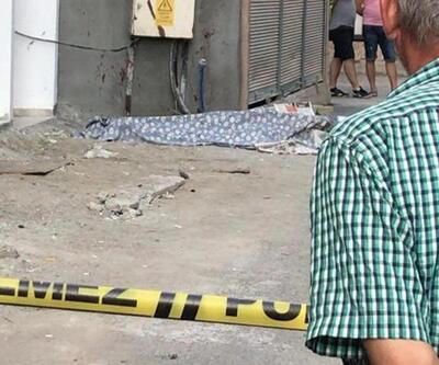 Eski hükümlü sokak ortasında akrabasını satırla öldürdü