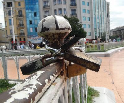 Taksim Meydanı'na kilit vurdular