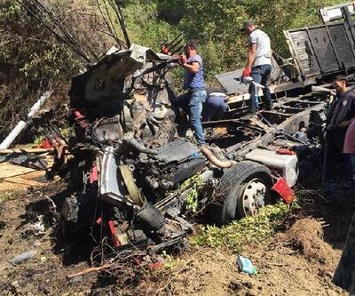 Kastamonu'da uçuruma yuvarlanan kamyon alev aldı: 3 ölü