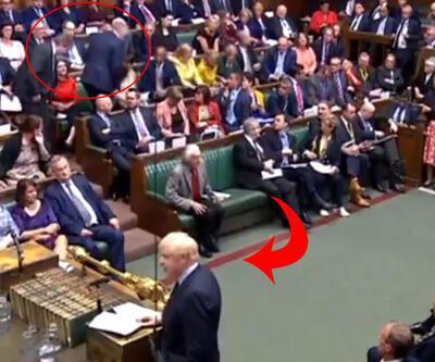 İngiltere'de siyasete damga vuran istifa: Johnson konuştuğu an karşı tarafa geçti!