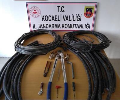Otoyoldan kablo çalıp satanlar suçüstü yakalandı