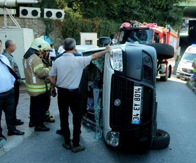 Şişli'de kaldırıma çarpan araç yan yattı