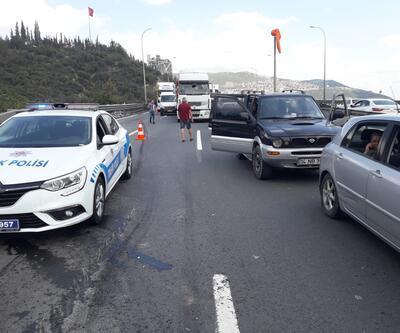 TEM'de TIR devrildi, trafik kilit!