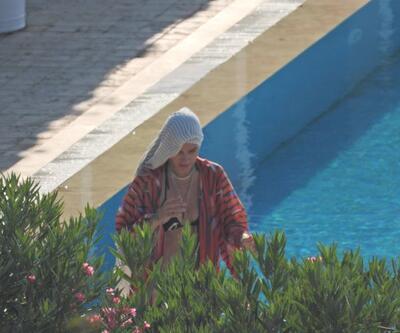 Birce Akalay'ın havuz keyfi