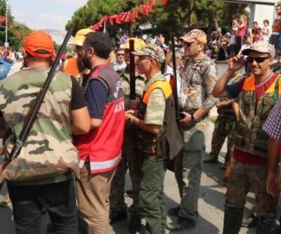 Balıkesir'in kurtuluş günü kutlamasında ateş açan avcılara idari işlem