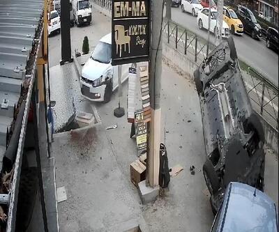 Otomobilin, başka bir otomobille çarpışıp takla attığı kaza kamerada