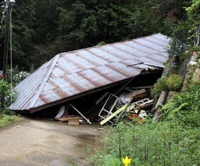 Hemşin'deki sel ve heyelanlarda tek katlı ev çöktü, 24 daireli apartman boşaltıldı