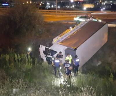 Bariyeri aşan kamyon TEM'den dereye uçtu