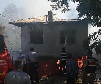 Koyulhisar'da müstakil ev yangında kül oldu
