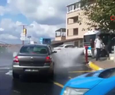 Patlayan su borusunu sürücüler fırsata çevirdi