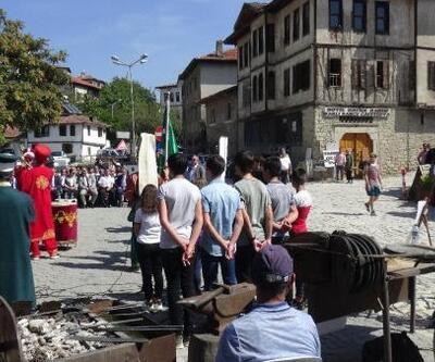Karabük valisi Fuat Gürel demir dövdü