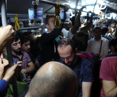 Yer kapma kavgaları yaşanıyor... Metrobüste sabah-akşam zorlu yolculuk