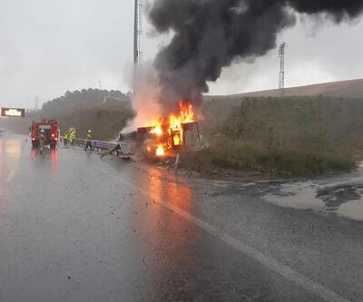 Kaza yapan kamyonet alev topuna döndü