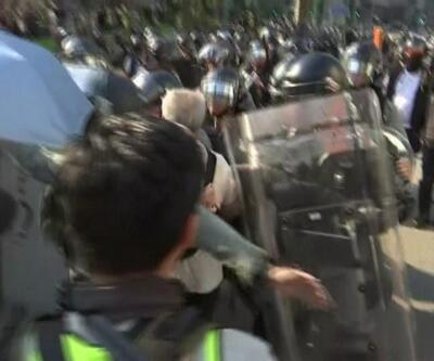 Hong Kong'da tansiyon düşmüyor.
