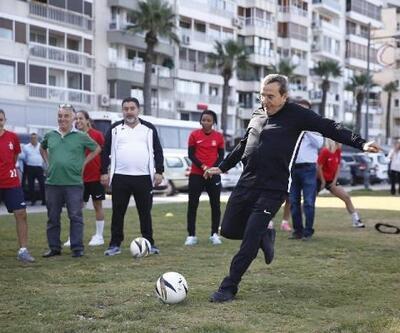 Avrupa Hareketlilik Haftası'nda kadınlarla futbol oynadı
