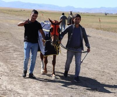 Ağrı'da yapılan mahalli at yarışlarına büyük ilgi