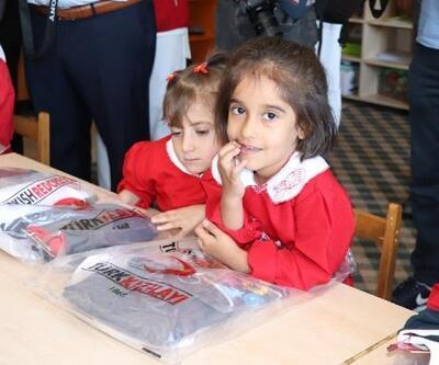 Fuat Sancak 40 yıl önce okuduğu okulu unutmadı: 4 bin öğrenciye kıyafet yardımı