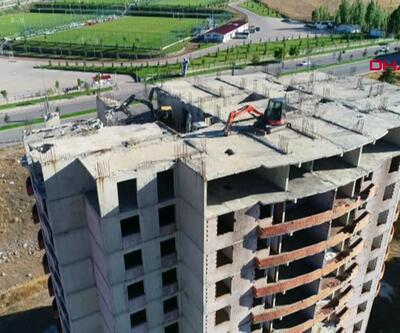 Ruhsatsız 18 katlı binaların yıkımına başlandı