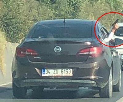 Otoyol magandasına tepki yağdı: Araç camından silah doğrultup insanları korkuttu!