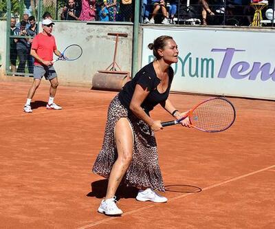Hülya Avşar'dan tenis turnuvasında gösteri maçı
