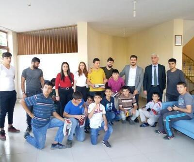AK Parti Tunceli Gençlik Kolları'ndan çocuklara hediye